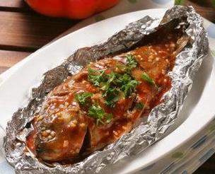 锡纸烤鱼_鱼_淡水水产美食